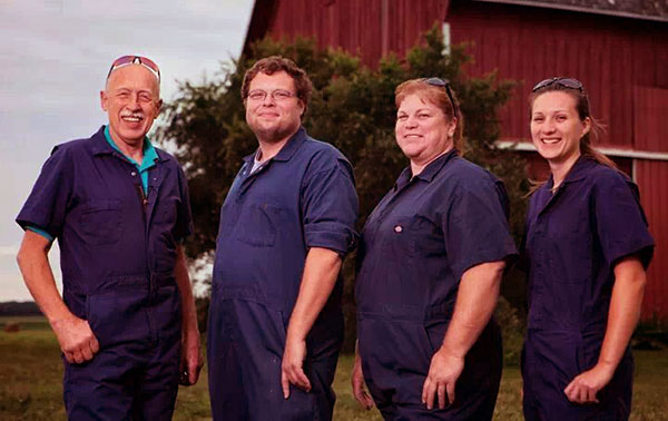 Image of The incredible Dr. Pol Cast's net worth and salary