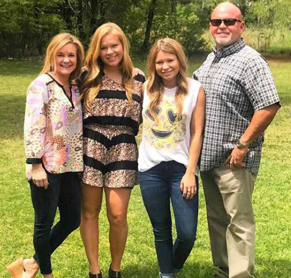 Image of Mallory Gulley with her parents and sister